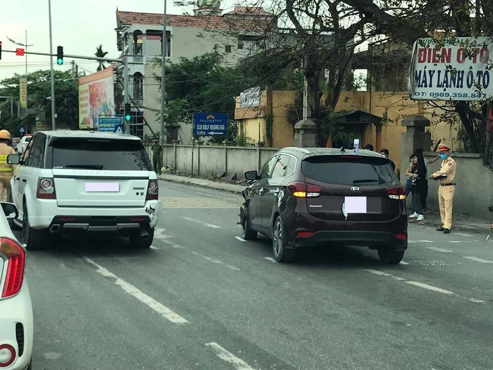 Cơ quan chức năng xử lý vụ va chạm của xe Range Rover và Kia Rondo