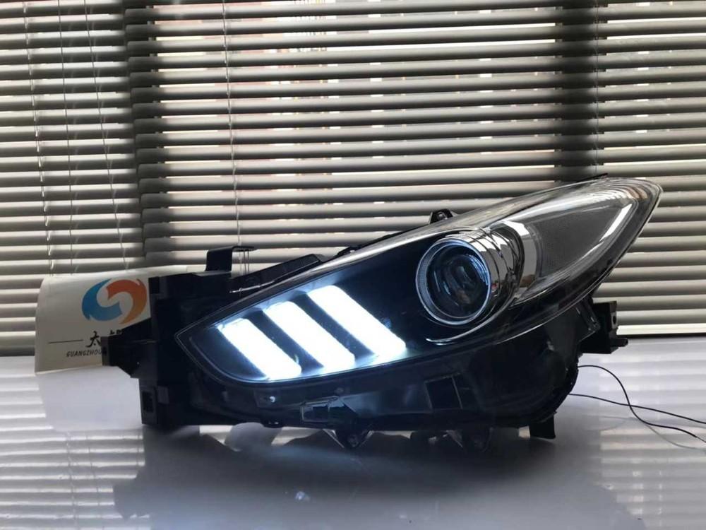 Một bộ đèn LED được thiết kế riêng theo phong cách Mustang cho xe Mazda3.