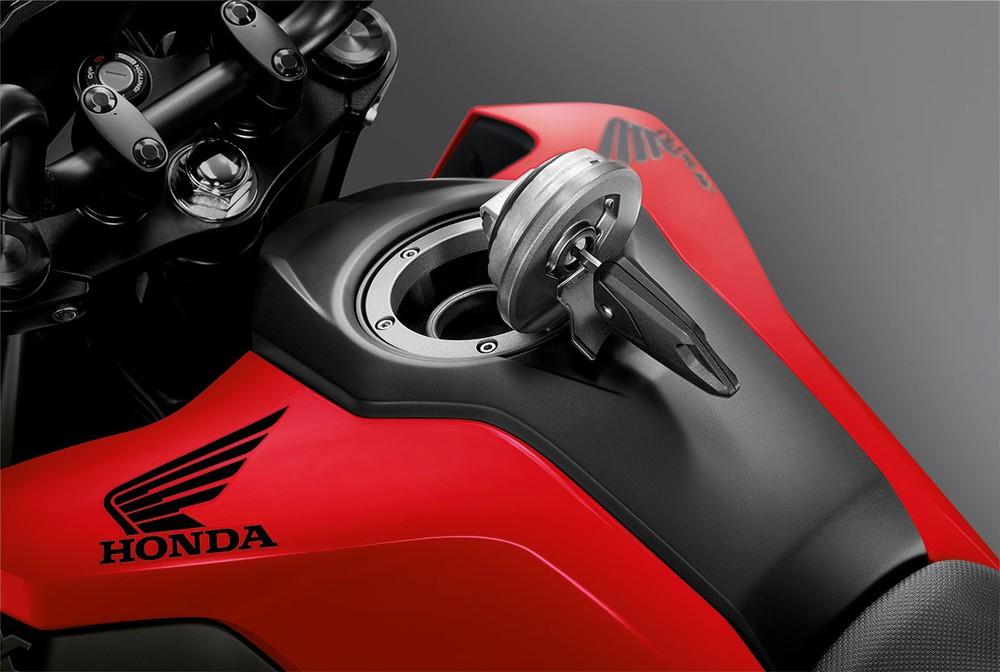 Honda MSX 125 được trang bị bình xăng 5,7 lít với thiết kế nắp bình xăng khá cao cấp, tương tự như các dòng xe phân khối lớn.