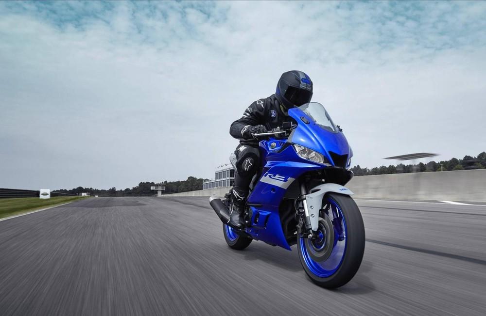 Yamaha R3 2020 sở hữu thiết kế sport bike thể thao lấy cảm hứng từ siêu mô tô R1