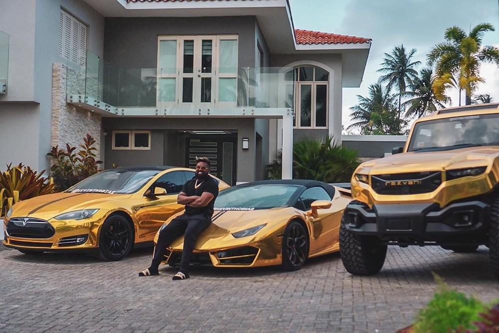 Bộ 3 xe mạ crôm vàng của ông Thobias