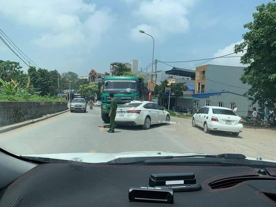 Hiện trường vụ tai nạn tại thị trấn Vân Đình