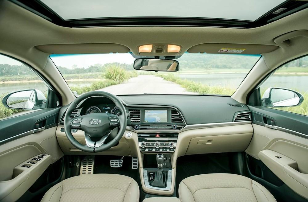 Overall interior of Hyundai Elantra
