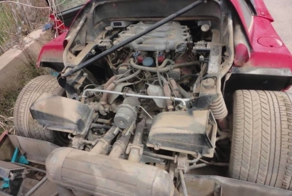 Khoang động cơ của chiếc siêu xe