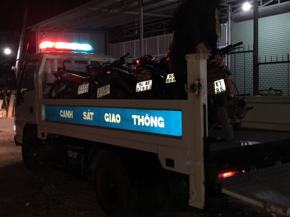 Tổ công tác tiến hành vây bắt, thu giữ 19 xe máy tham gia đua xe trái phép