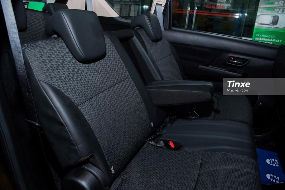 Hàng ghế thứ 2 giống với Suzuki Ertiga, có thể gập xuống và trượt lên xuống giúp người ngồi ở hàng ghế thứ 3 ra vào thuận tiện hơn