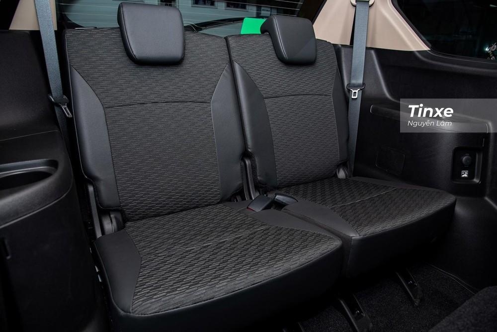 Với chiều dài cơ sở ở mức 2.740 mm, hàng ghế thứ 3 của Suzuki XL7 2020 khá rộng rãi, thoải mái