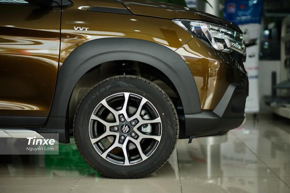 Với mâm hợp kim 16 inch, khoảng sáng gầm của Suzuki XL7 2020 đạt 200 mm, cao hơn Suzuki Ertiga nhưng vẫn kém một chút so với đối thủ Mitsubishi Xpander Cross (225 mm)