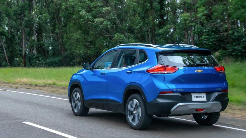 Chevrolet Tracker thế hệ mới nhìn từ phía sau