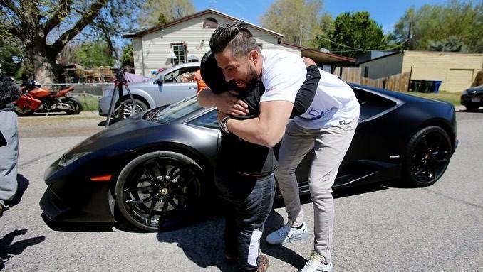 Câu chuyện cậu bé tự lái xe SUV để đi mua xe Lamborghini chỉ với 3 đô la gây sốt mạng xã hội