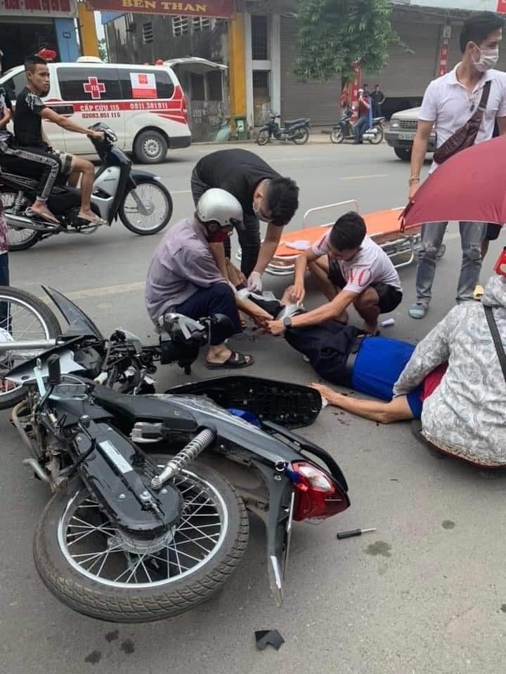 Người đàn ông đi xe máy bị thương khá nặng sau vụ tai nạn