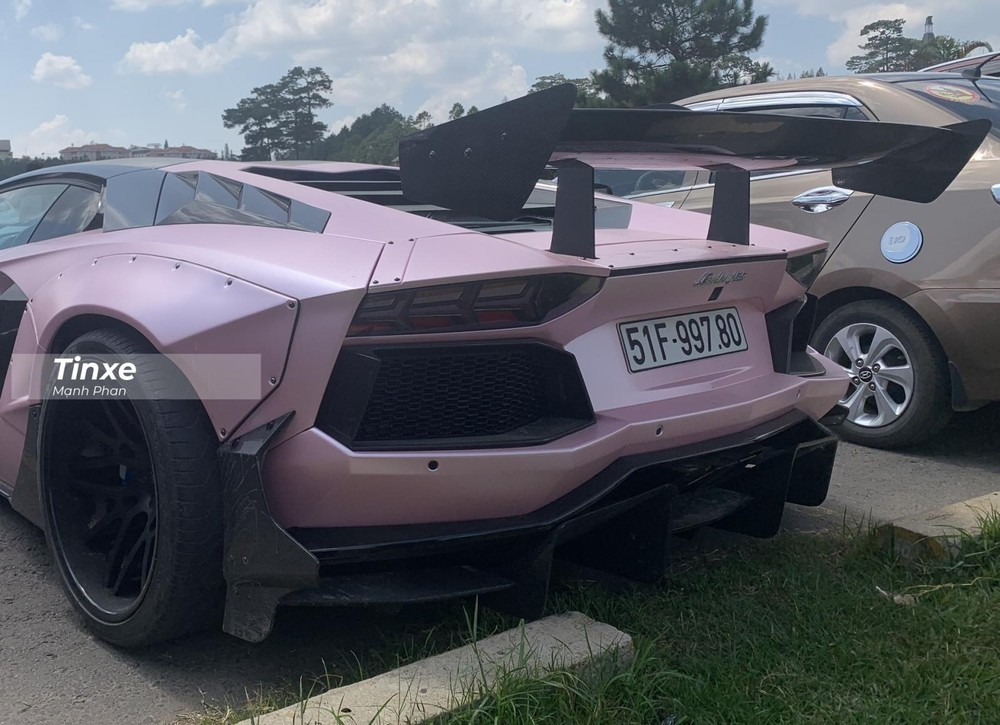 Cận cảnh vẻ đẹp khủng của đuôi xe chiếc Lamborghini Aventador Limited Edition 50 độ Liberty Walk.