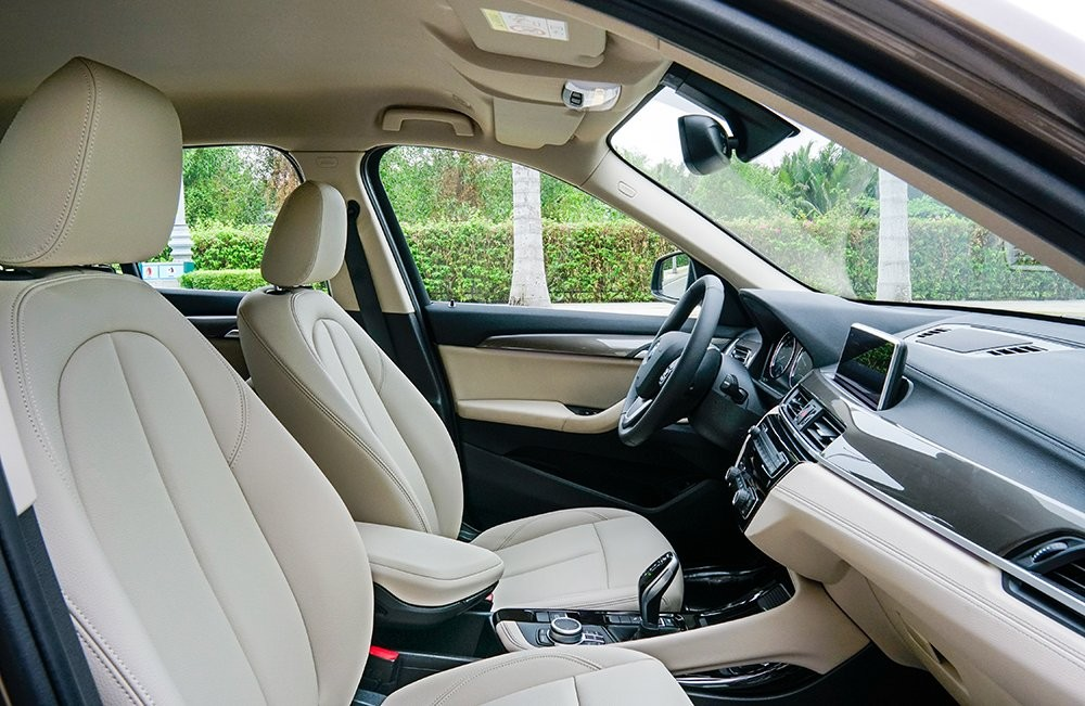 Ghế ngồi của BMW X1 sDrive18i xLine 2020