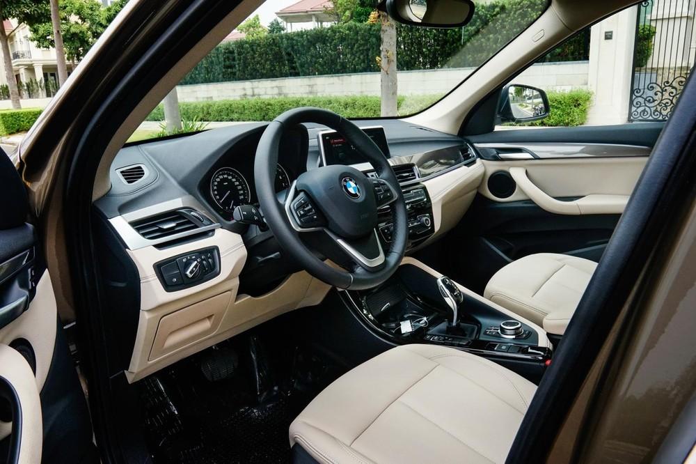 Khoang lái của BMW X1 sDrive18i xLine 2020