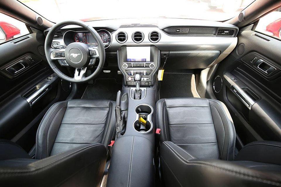 Bên trong khoang lái của mẫu xe thể thao Ford Mustang 55th Edition đầu tiên về Hà Nội