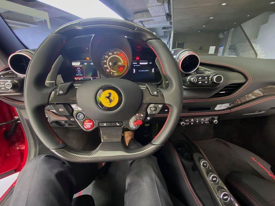 Vô lăng siêu xe Ferrari F8 Tributo đầu tiên định cư ở Việt Nam