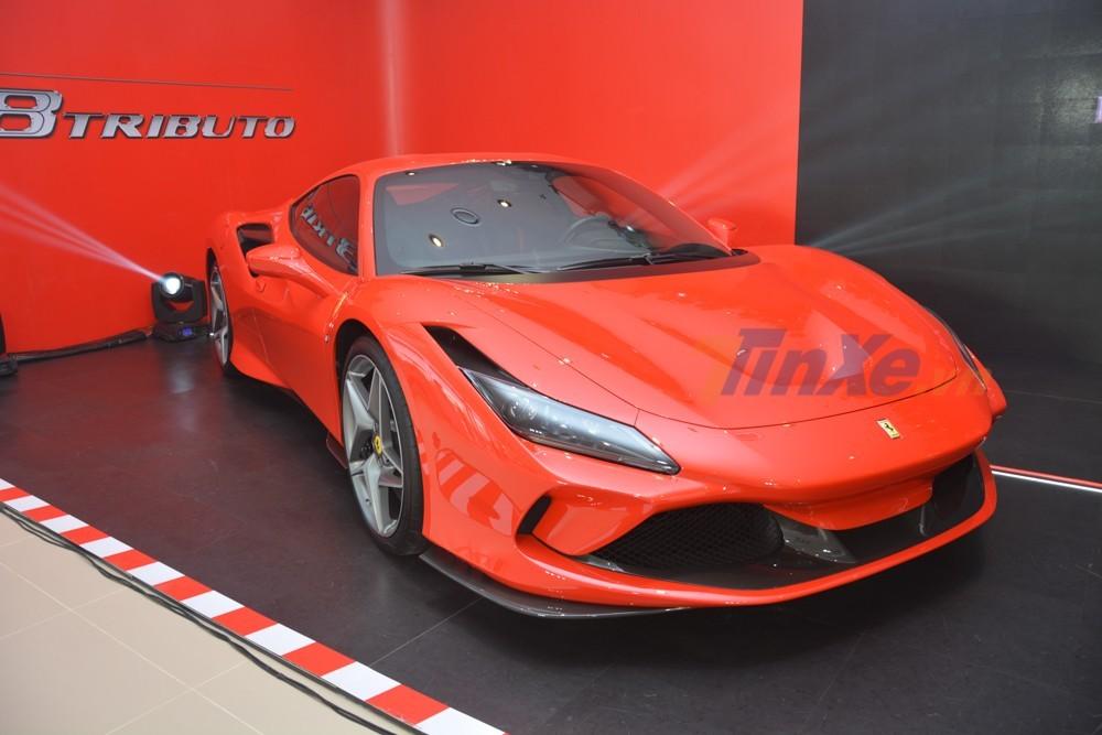 Cận cảnh chiếc siêu xe Ferrari F8 Tributo đầu tiên về Việt Nam theo diện tạm nhập tái xuất