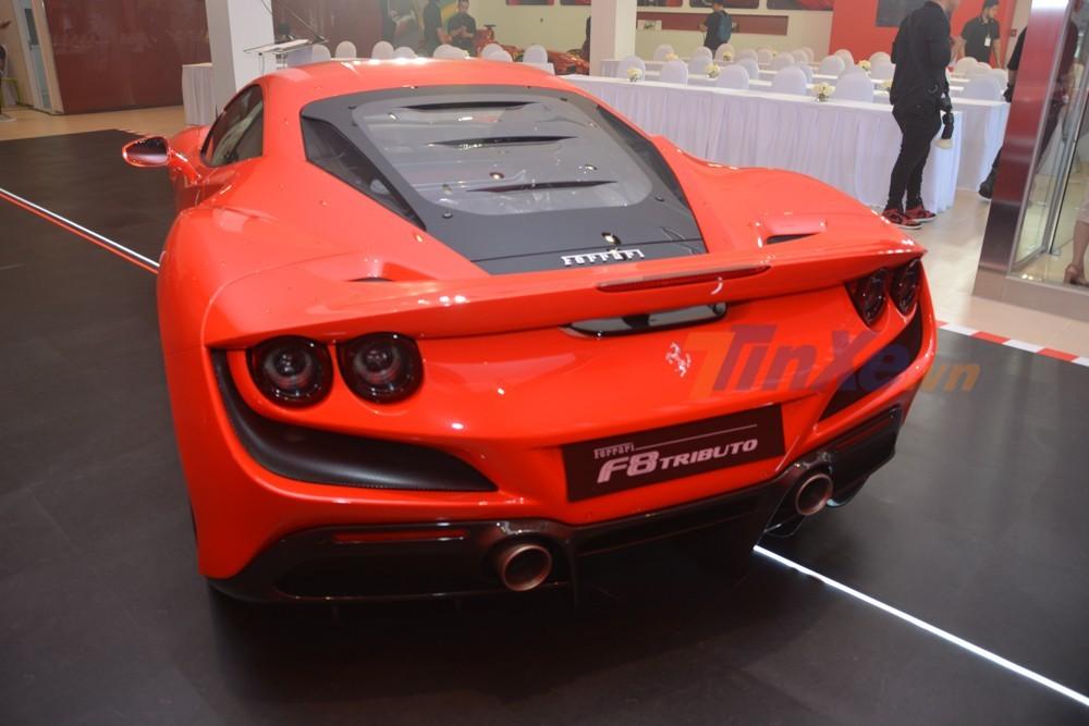 Vẻ đẹp của siêu xe Ferrari F8 Tributo nhìn từ đuôi xe