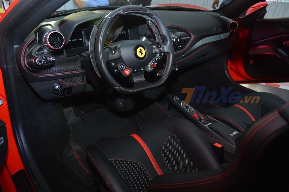 Bên trong khoang lái siêu xe Ferrari F8 Tributo