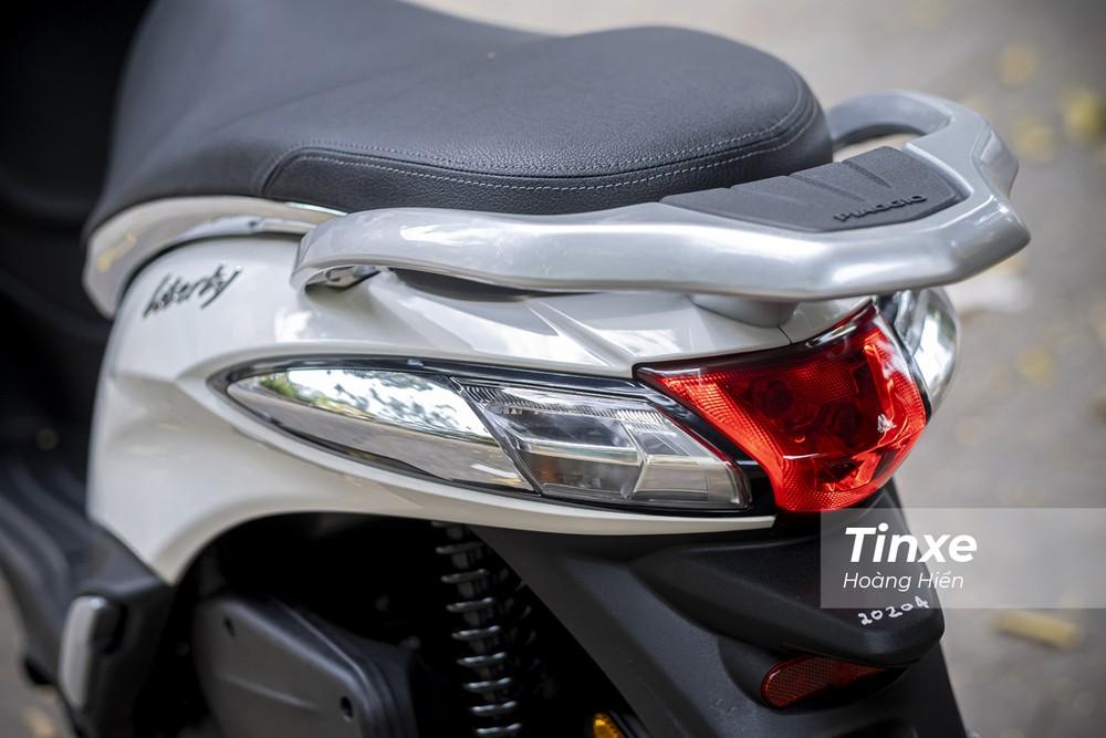 Thiết kế đuôi xe rất quen thuộc của Piaggio Liberty 50cc.