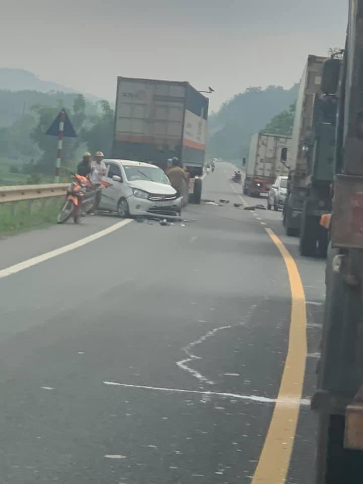 Chiếc ô tô Suzuki Celerio bị hư hỏng nặng