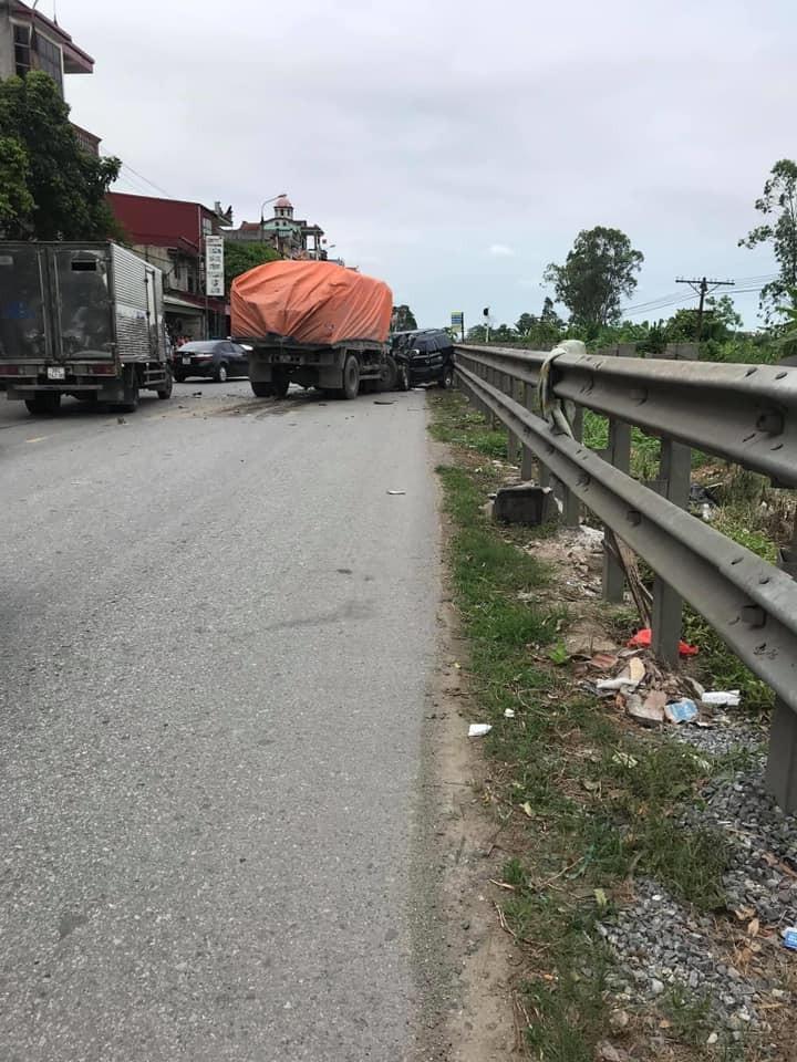 Hiện trường vụ tai nạn trên quốc lộ 10