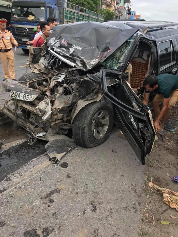 Chiếc Toyota Land Cruiser Prado bị hư hỏng nặng sau tai nạn