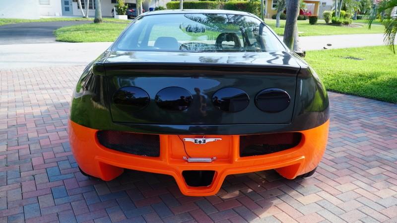 Phía sau của chiếc Honda Civic 1993 nhái Bugatti Veyron