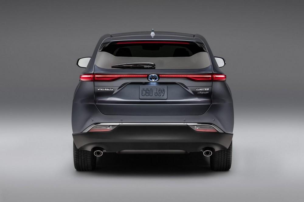 Toyota Venza 2021 nhìn từ phía sau