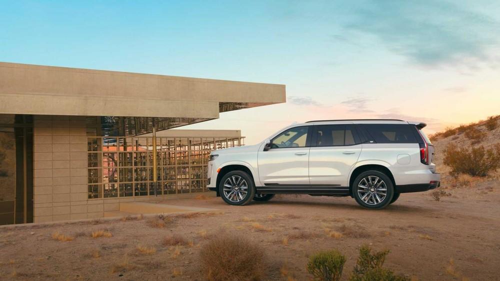 Cadillac Escalade 2021 còn có nhiều hệ thống an toàn hiện đại
