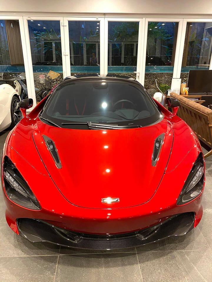 Chiếc McLaren 720S Spider màu đỏ Memphis này của trưởng đoàn Car Passion mua