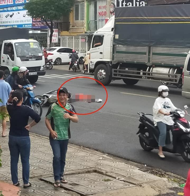 Hiện trường vụ tai nạn của xe máy và xe tải tại Bảo Lộc khiến một người tử vong