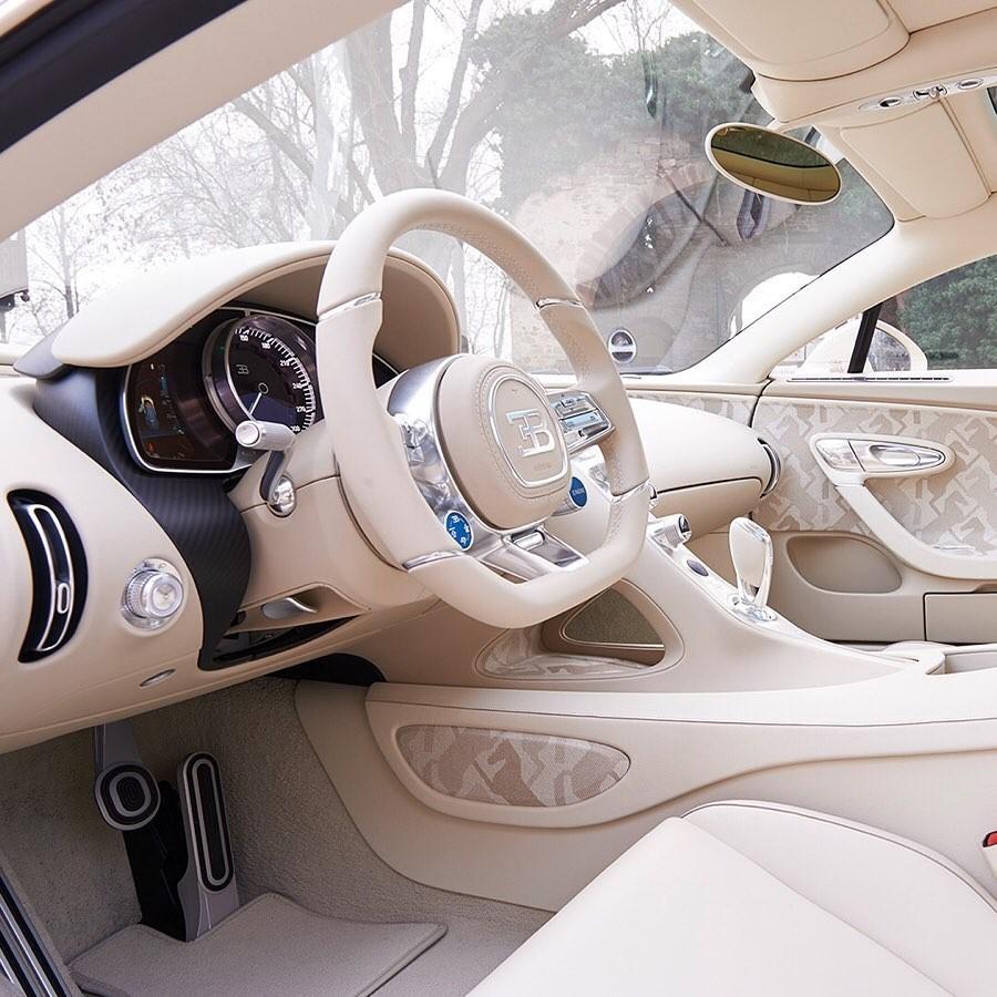 The interior of the Bugatti Chiron Hermes Edition