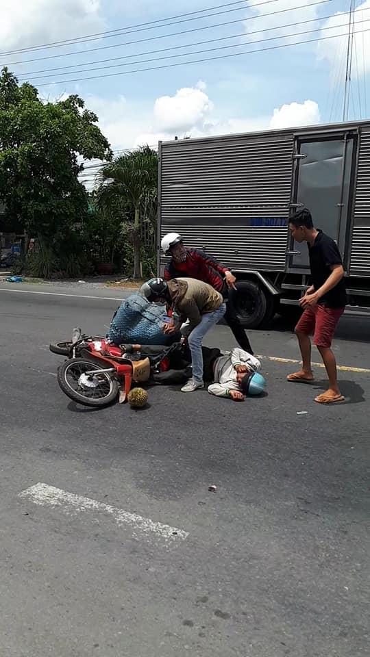 Người đi xe máy bị thương sau vụ tai nạn