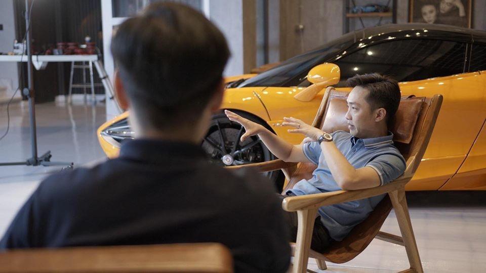 Cường Đô-la chia sẻ về cách chơi siêu xe của mình trong video của bạn thân quay lại