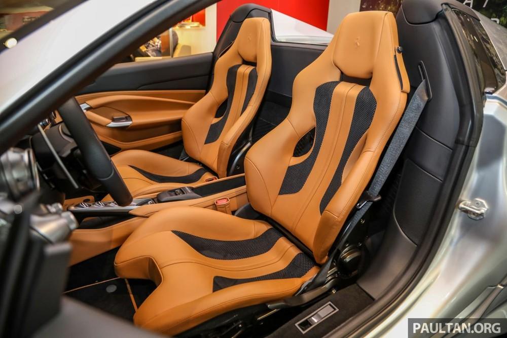 Cận cảnh cặp ghế ngồi thể thao trên chiếc siêu xe Ferrari F8 Spider mới ra mắt tại Malaysia