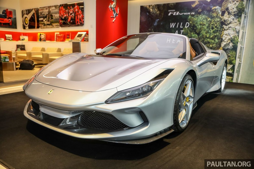 Mức giá bán của siêu xe Ferrari F8 Spider tại Malaysia là 1,178 triệu RM, tương đương hơn 6,5 tỷ đồng. Mức giá này chưa bao gồm các loại thuế và phí liên quan. Ước tính siêu xe Ferrari F8 Spider sẽ có giá lăn bánh tại Malaysia không dưới 18 tỷ đồng.