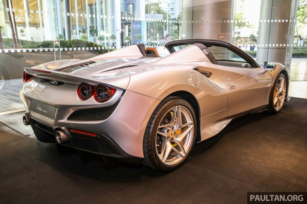 Hopefully the rich Vietnamese will soon see the Ferrari F8 Spider convertible introduced in the S-shaped strip of land and even more wonderful when someone intends to buy this supercar.