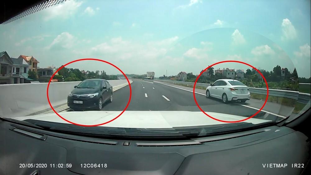 Hai tài xế chạy ngược chiều và điều khiển xe đi lùi trên cao tốc Bắc Giang - Lạng Sơn có thể bị phạt cao nhất là 18 triệu đồng và còn bị tước quyền sử dụng giấy phép lái xe từ 5 đến 7 tháng