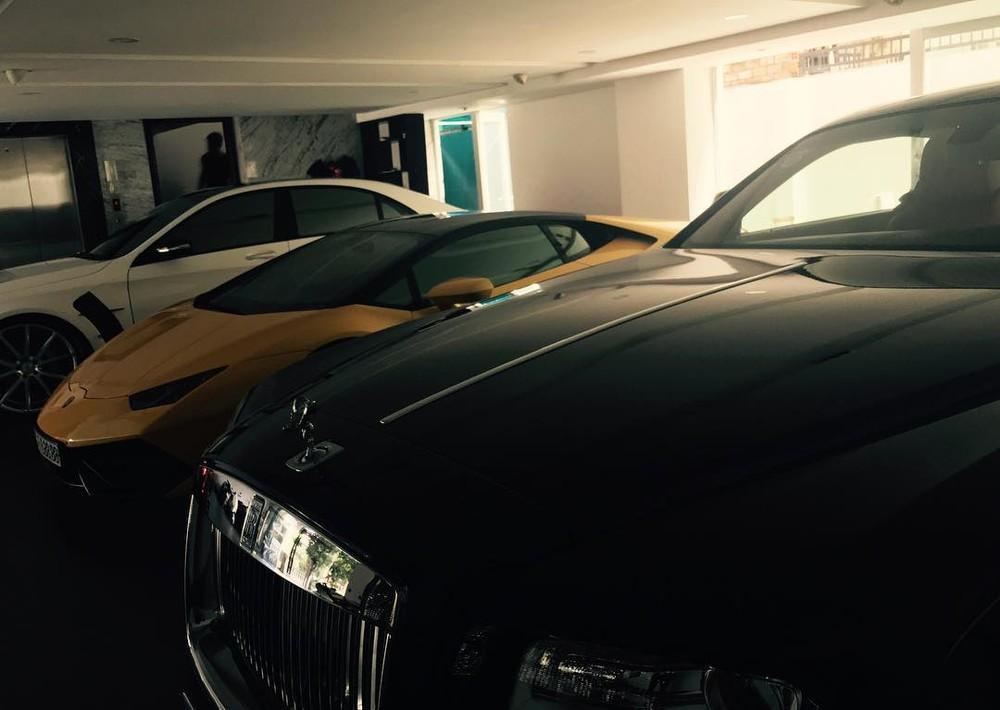 Một chiếc Rolls-Royce Wraith có mặt trong căn nhà cũ của Cường Đô-la vào năm 2016. Nơi đây cũng chính biệt thự vừa mới xây xong của doanh nhân phố núi này