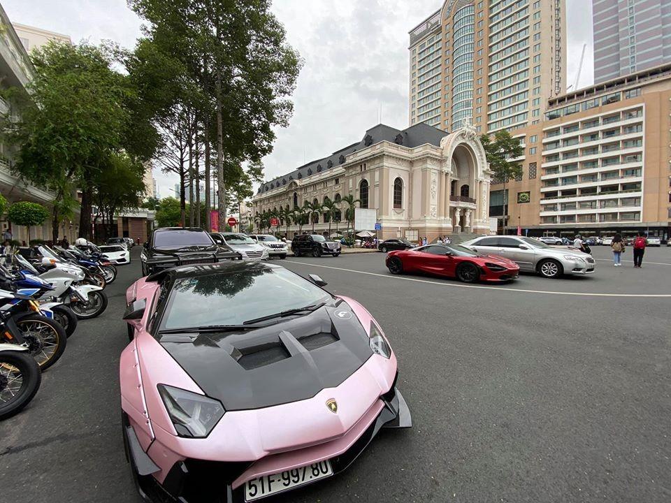 Siêu xe Lamborghini Aventador độ khủng của Đà Lạt tụ tập cùng McLaren 720S Spider và Rolls-Royce Cullinan tại Sài thành