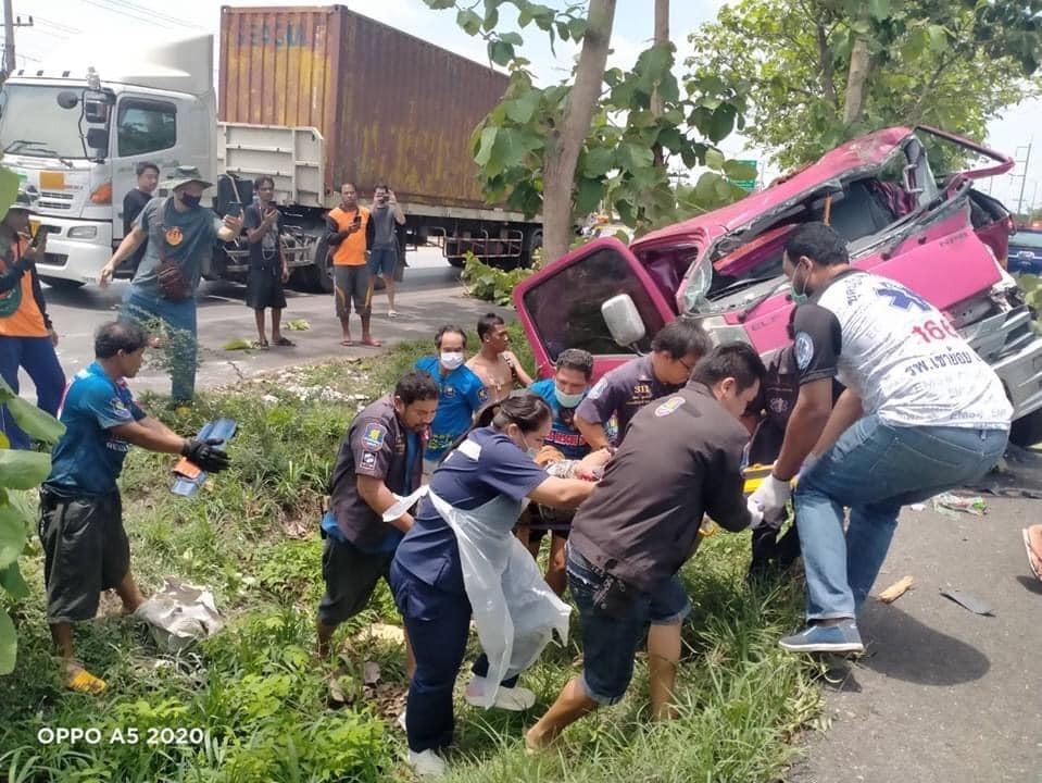 Hiện trường vụ tai nạn của xe cứu hộ tại Thái Lan vào trưa nay