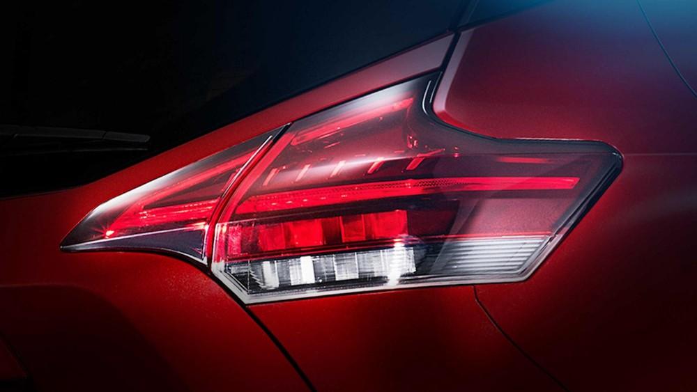 Cụm đèn hậu với tạo hình boomerang của Nissan Kicks 2020