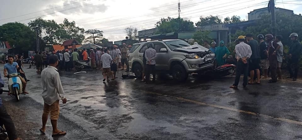 Hiện trường vụ tai nạn liên hoàn tại Bình Thuận vào sáng nay