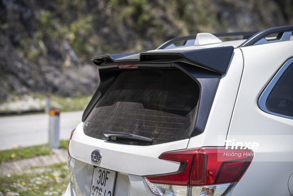 Đuôi gió hai tầng của Subaru Forester GT Edition.