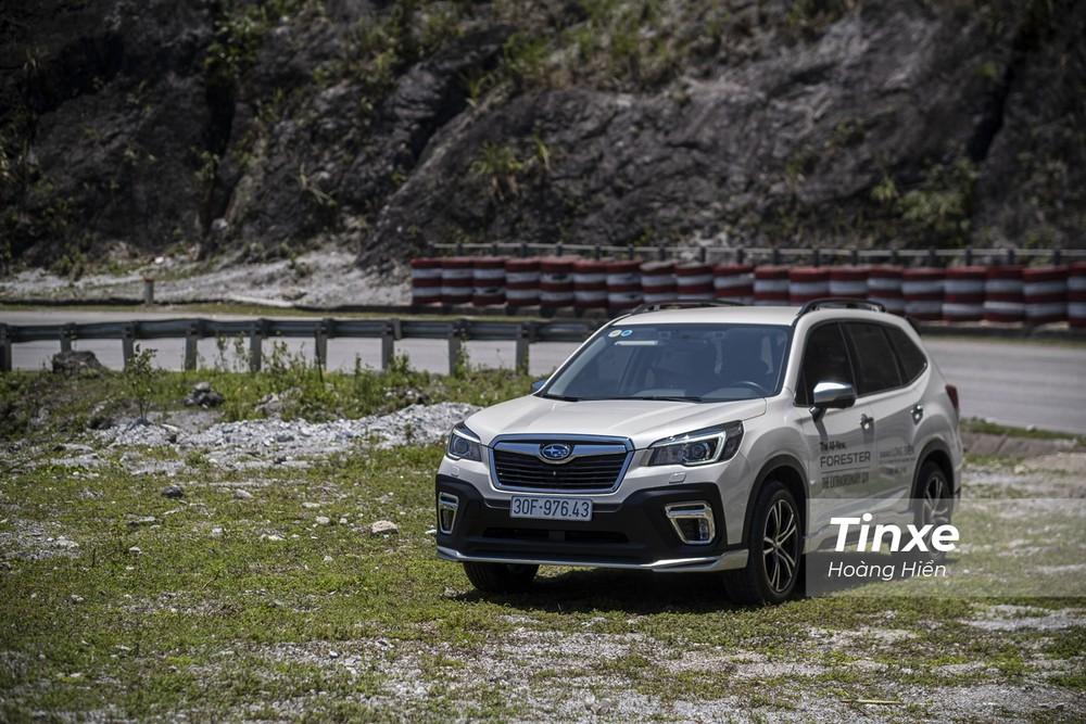 Chạy các cung đường đèo uốn lượn sẽ giúp người lái xe hiểu được sự ưu việt của hệ thống dẫn động bốn bánh đối xứng toàn thời gian S-AWD của Subaru Forester.