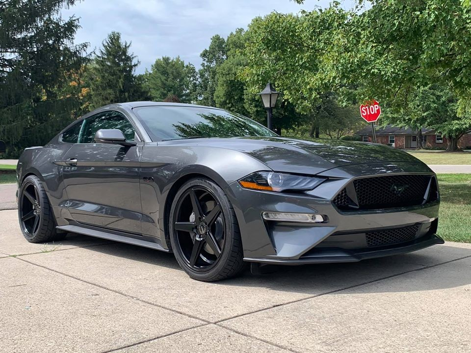 Chiếc Ford Mustang của anh Robinson