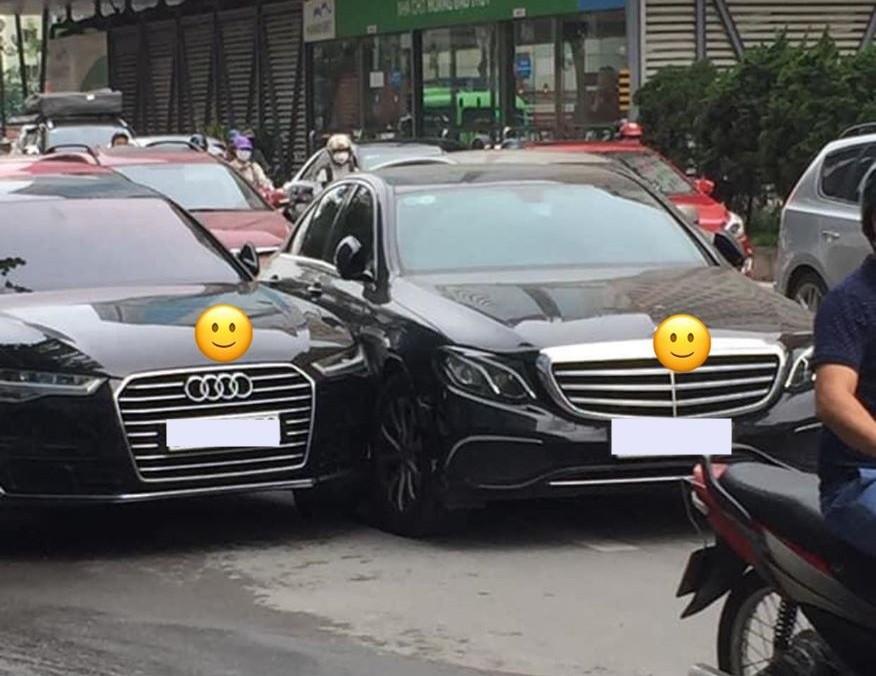 Hiện trường vụ va quẹt xe của Mercedes-Benz E-Class cùng với Audi A6 tại Hà Nội vào sáng nay