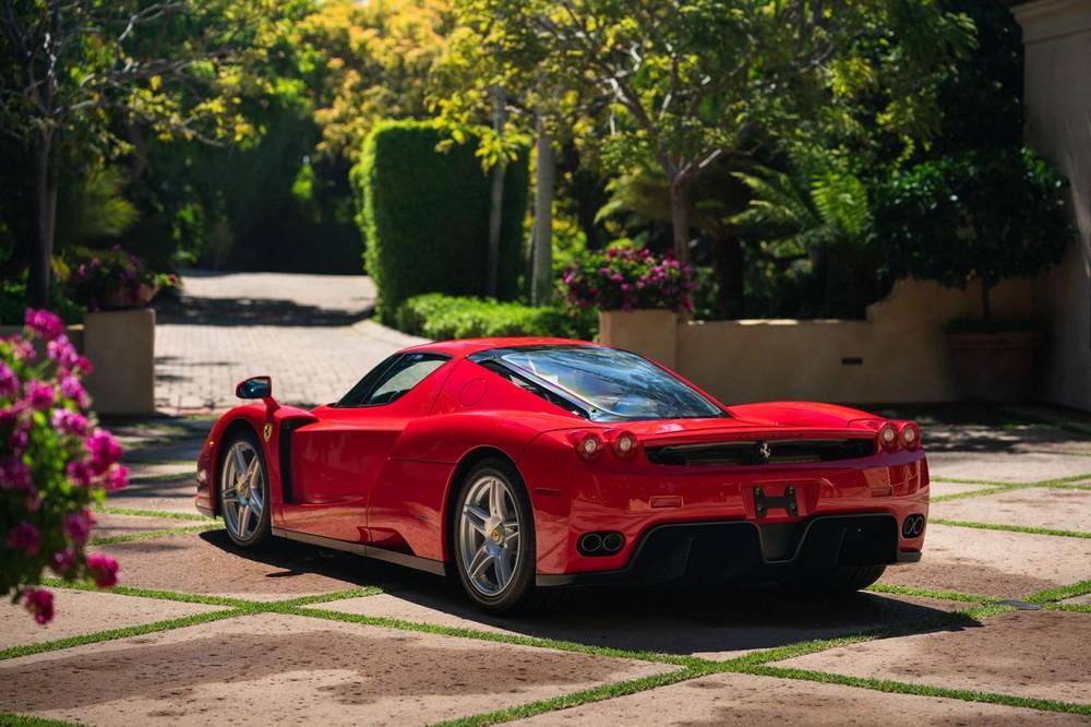Chiếc Ferrari Enzo này hiện đang thuộc sở hữu của một nhà sưu tập siêu xe ở California và số đồng hồ công tơ mét của xe có chỉ 1.250 Miles, tương đương 2.011 km. Mặc dù số dặm thấp, nhưng chiếc Ferrari Enzo đã trải qua dịch vụ chính 25.000 dặm (40 nghìn km) vào năm 2015 để đảm bảo xe ở tình trạng tốt nhất và hoàn hảo như khi rời khỏi nhà máy Ferrari vào năm 2003 để bàn giao cho chủ nhân.