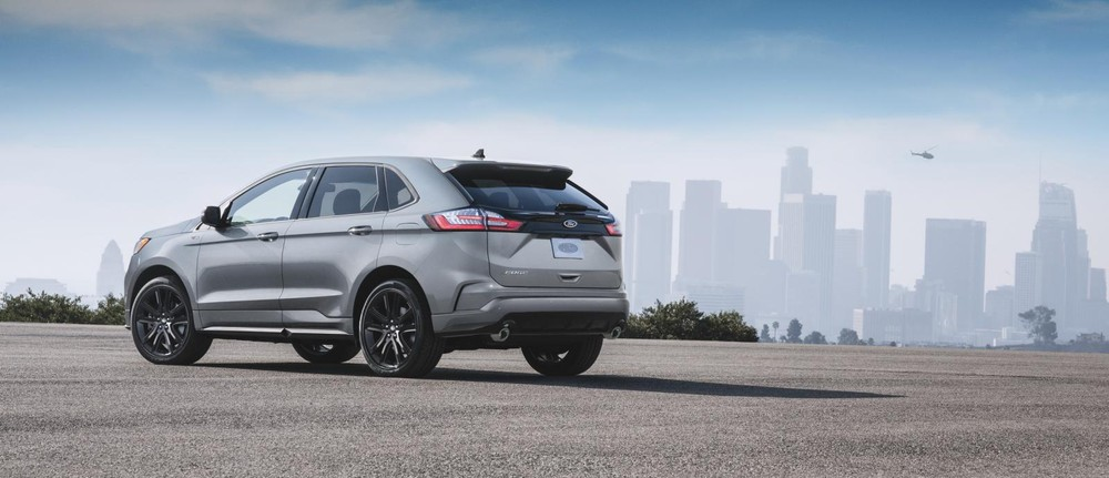 2020 Ford Edge ST-Line is equipped with 20-inch alloy wheels